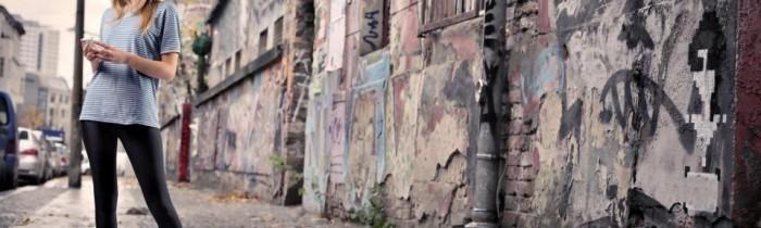 Girl-Blonde-Street-Graffiti-Cellphone-600x960