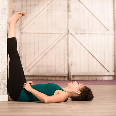 BD Sandrine Martin Yin Yoga Jambes au mur